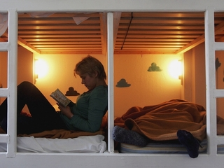More couples are sleeping in separate beds