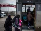 Thousands of Syrians head to Turkish border