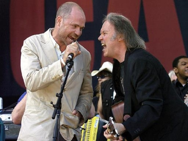 Tragically Hip lead singer dies from cancer