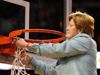 Pat Summitt, basketball pioneer, dies at 64