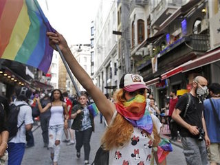 Riot police break up gay pride rally in Turkey