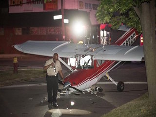 2 injured after plane crashes in Detroit street