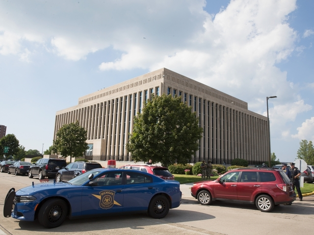 Inmate who killed 2 at Michigan courthouse was handcuffed