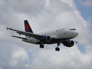Delta flight makes emergency landing in NC