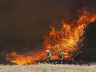 Fires keep tourists away from California's coast