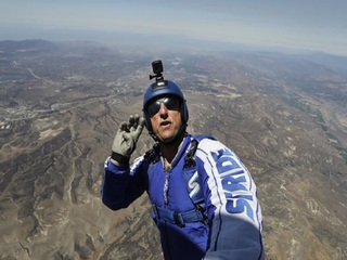 Skydiver to jump without a parachute