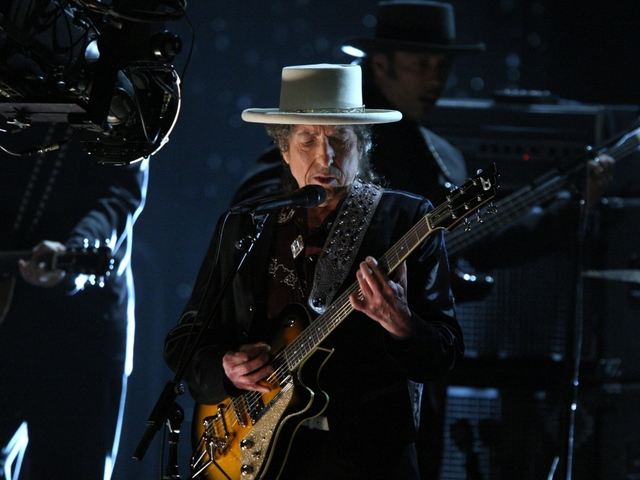 Bob Dylan to finally accept Nobel Prize