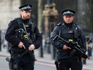 UK might give guns to more police officers