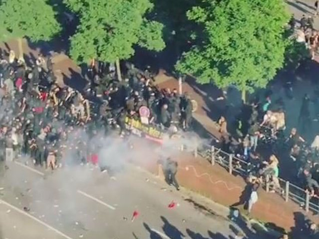 Anti-G20 activists riot overnight in Hamburg