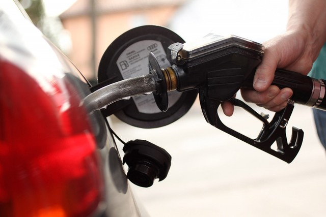 Gas prices fall in state, nation