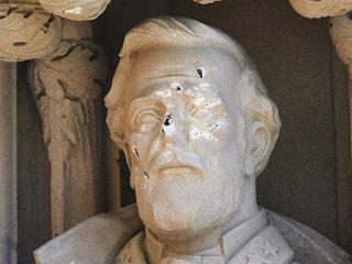 Duke removes damaged Robert E. Lee statue