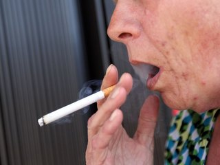 Doctors debate cigarettes' role in mental health