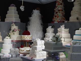 Bakery pays $135K fine for not serving lesbians