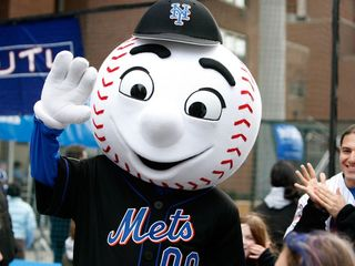 Mets suspend their mascot for flipping off fan
