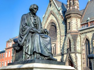 Baltimore removes Confederate monuments
