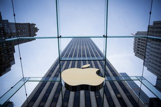 Apple is leading the race to $1 trillion