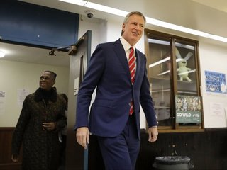 New York City Mayor de Blasio wins re-election