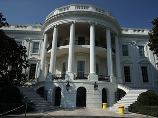 Report: White House weighs personal phone ban