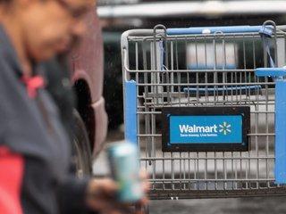 Walmart raises gun buying age minimum to 21