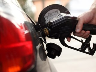 No, Trump didn't cause 40 percent gas price drop