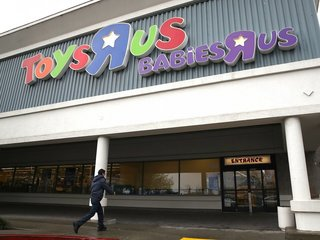 CEO makes bid to buy Toys R Us stores