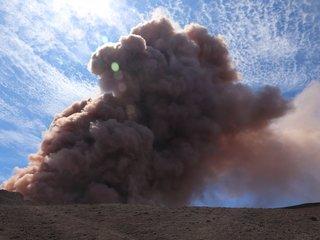 Hawaii volcano eruption leaks 'vog' into air