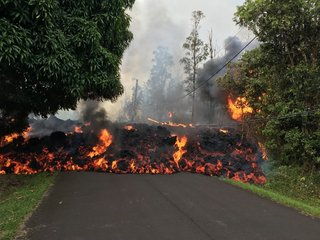 Hawaii volcano forces 1,700 from their homes