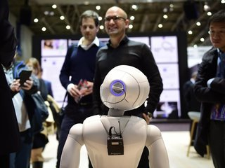 Private industry, government teaming up on AI