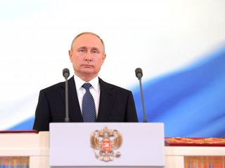 Proposed law would keep Putin in power